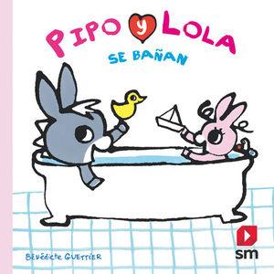 PIPO Y LOLA SE BAÑAN